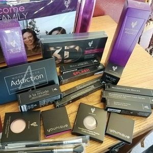 Younique  buisness kit